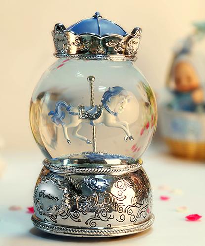 乐加粉蓝银色单只皇冠旋转木马水晶球音乐盒