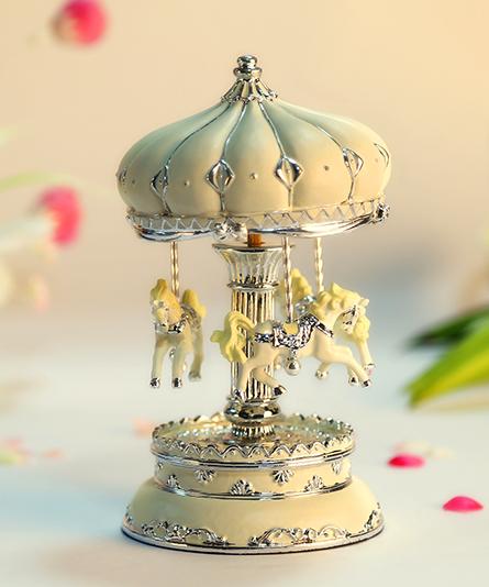 乐加米白银色城堡旋转木马音乐盒