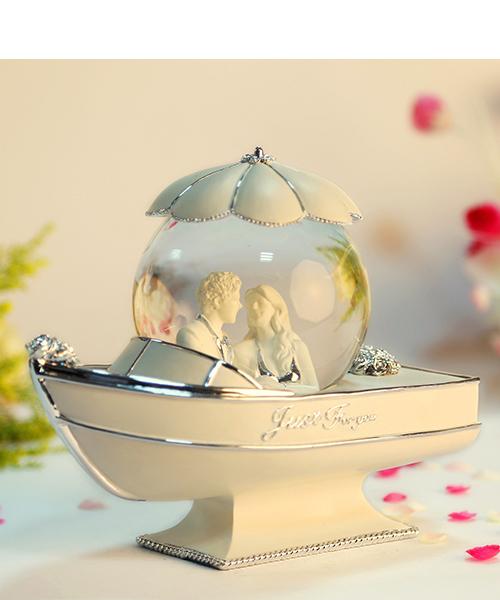 银色情侣船水晶球音乐盒