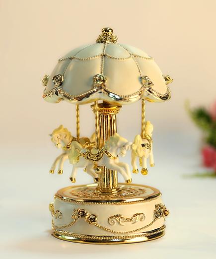 米白金色花朵伞旋转木马音乐盒