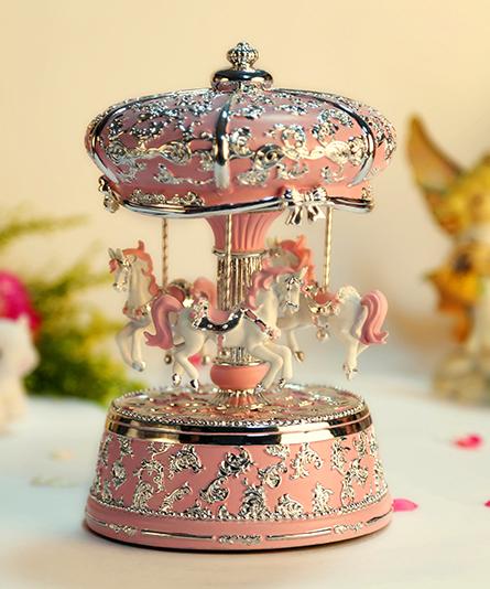 粉红银色皇冠旋转木马音乐盒