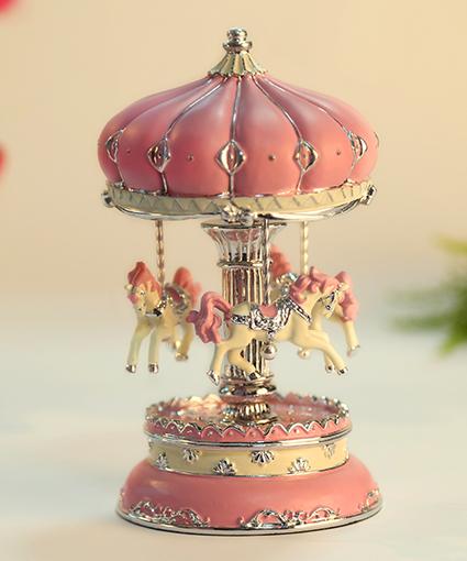 乐加粉红银色城堡电镀旋转木马音乐盒