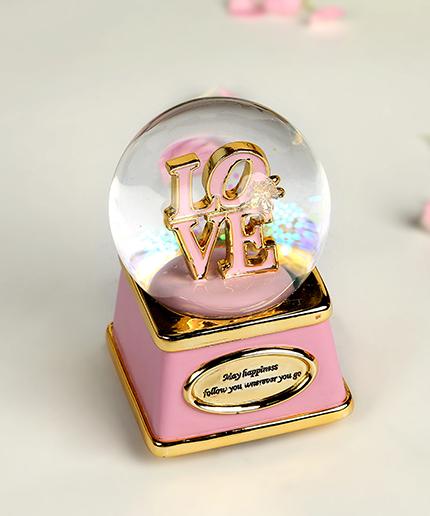 乐加LOVE金色闪灯字母水晶球音乐盒