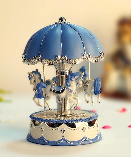 乐加粉蓝银色伞顶旋转木马音乐盒