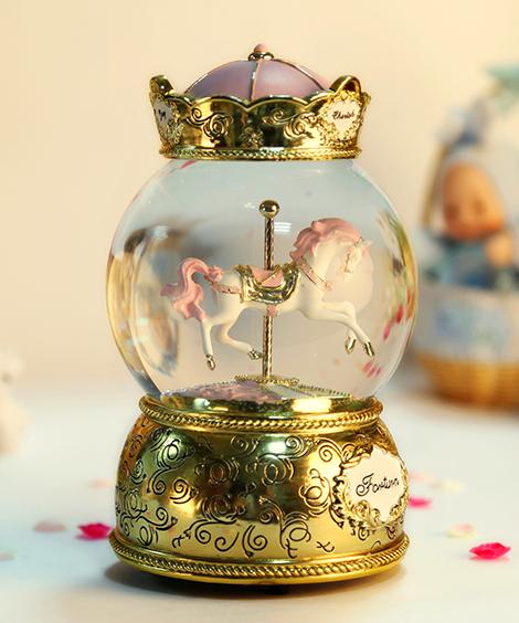 乐加粉红金色皇冠单只旋转木马水晶球音乐盒