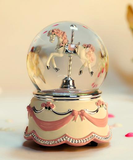乐加粉红单只旋转木马水晶球音乐盒